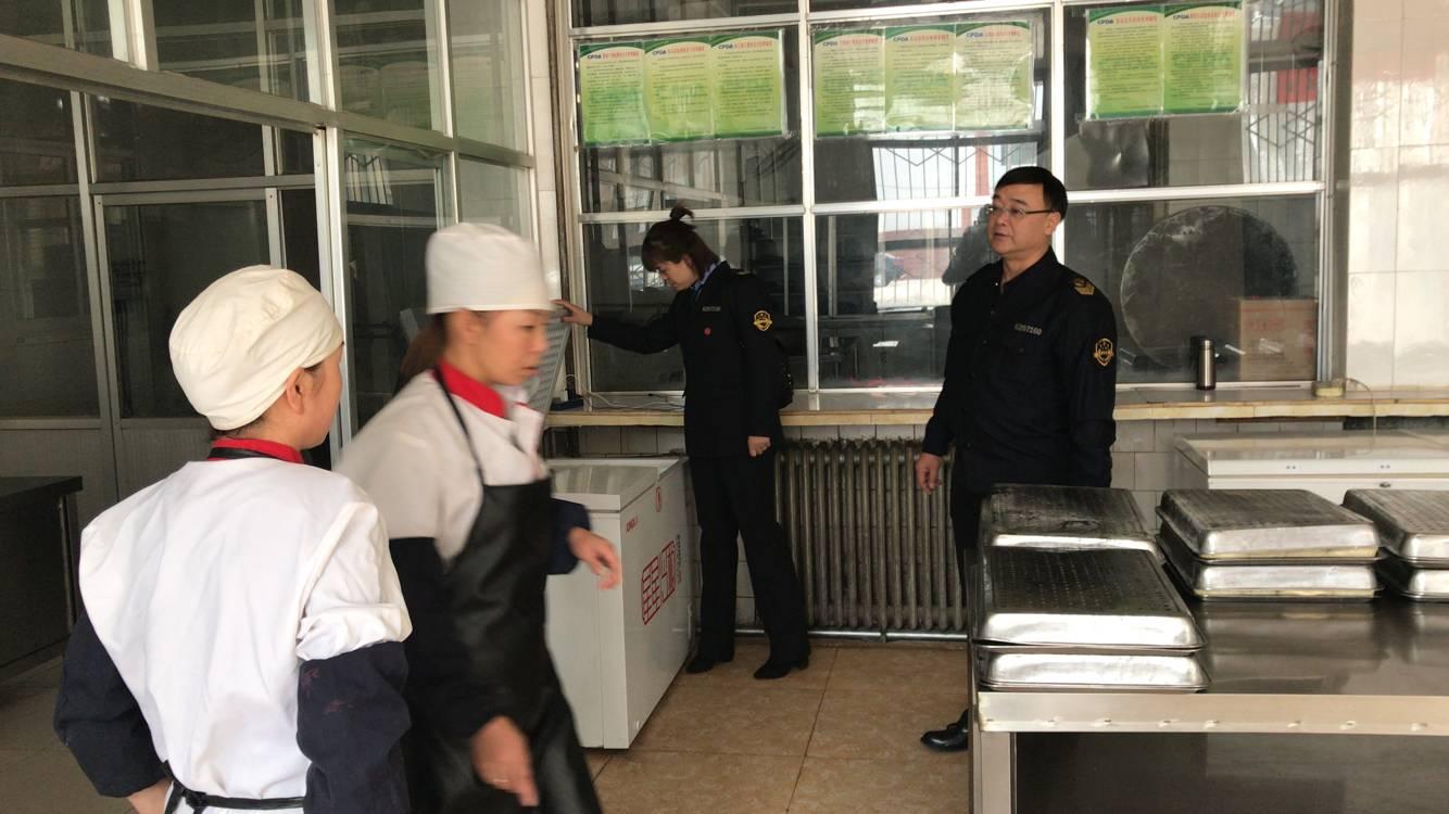 甘州区甘浚食药监所开展春季校园及周边食品安全专项检查