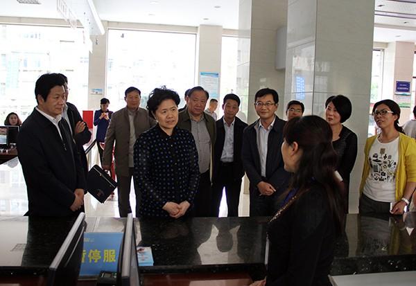 舒晓琴在青海甘肃调研时强调 坚持依靠基层解决群众合理合法利益诉求