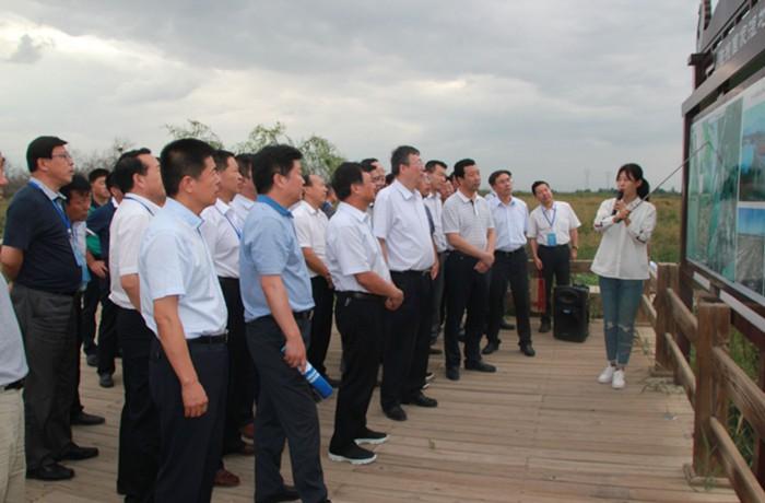 甘肃省高等学校校长论坛领导专家甘州区考察