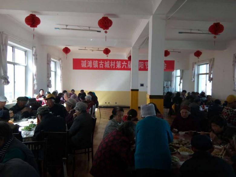 甘州区碱滩镇:温馨茶话会 情暖重阳节