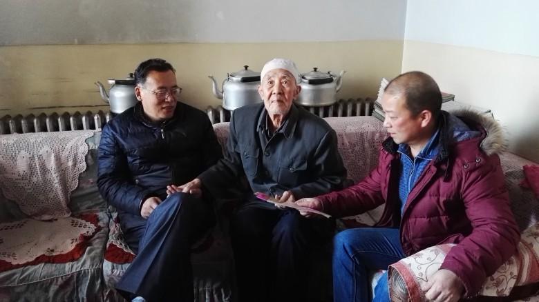 甘州区粮食局慰问离退休职工