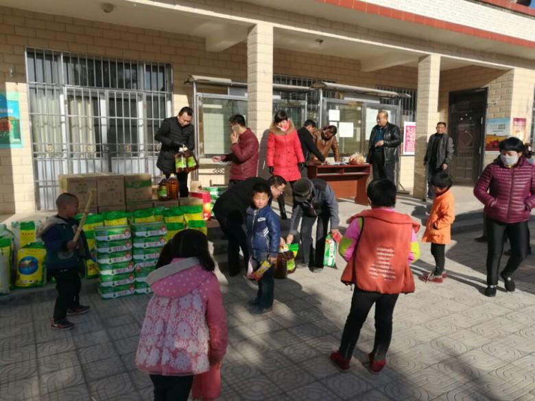 区建设局积极开展春节前双联慰问