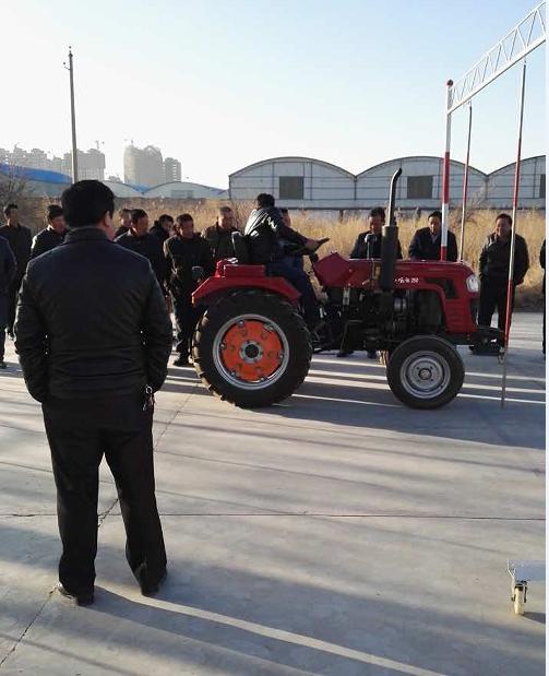 甘州区农机监理站举办首期农机驾驶员培训