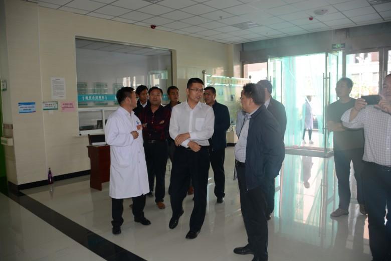 高台县副县长王强带领发改委、卫计委、残联领导来我观摩甘州区残疾人康复中心