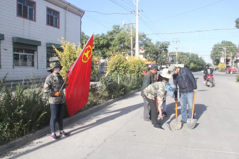 长安镇团员青年助力全域无垃圾创建工作