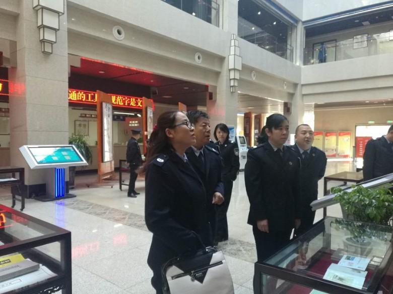 甘州区司法局组织干部参观全市政法系统书画摄影作品展