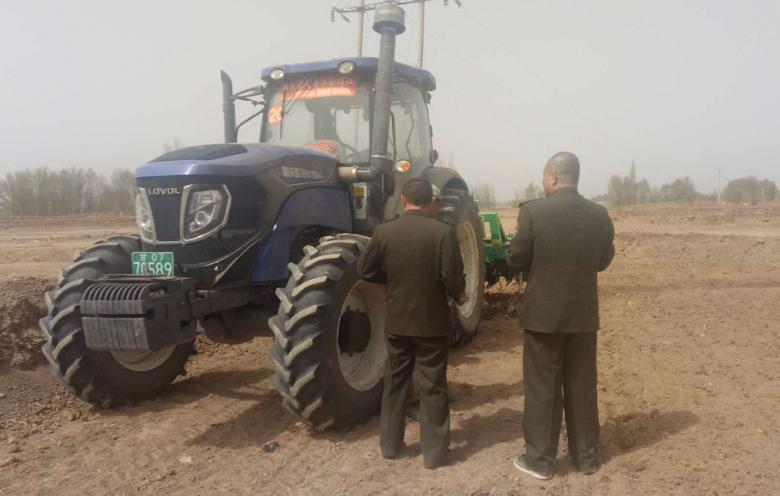 甘州区农机局深入田间地头检查农机安全