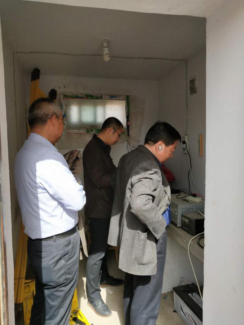 张掖市区地震局组织监测人员赴 乌江电磁扰动台站检测仪器查找异常干扰