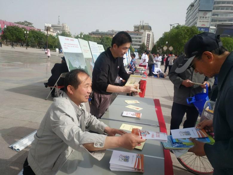 区安监局积极开展2018年防灾减灾日集中宣传活动