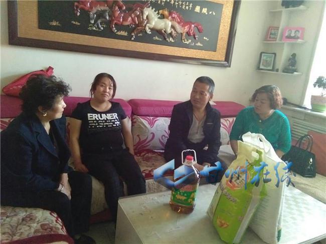 甘州区火车站街道张火路社区走访慰问计生困难家庭