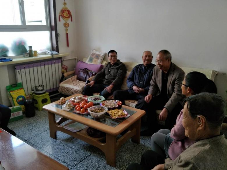 甘州区地震区划党支部重阳节赴佛城社区慰问退休老党员