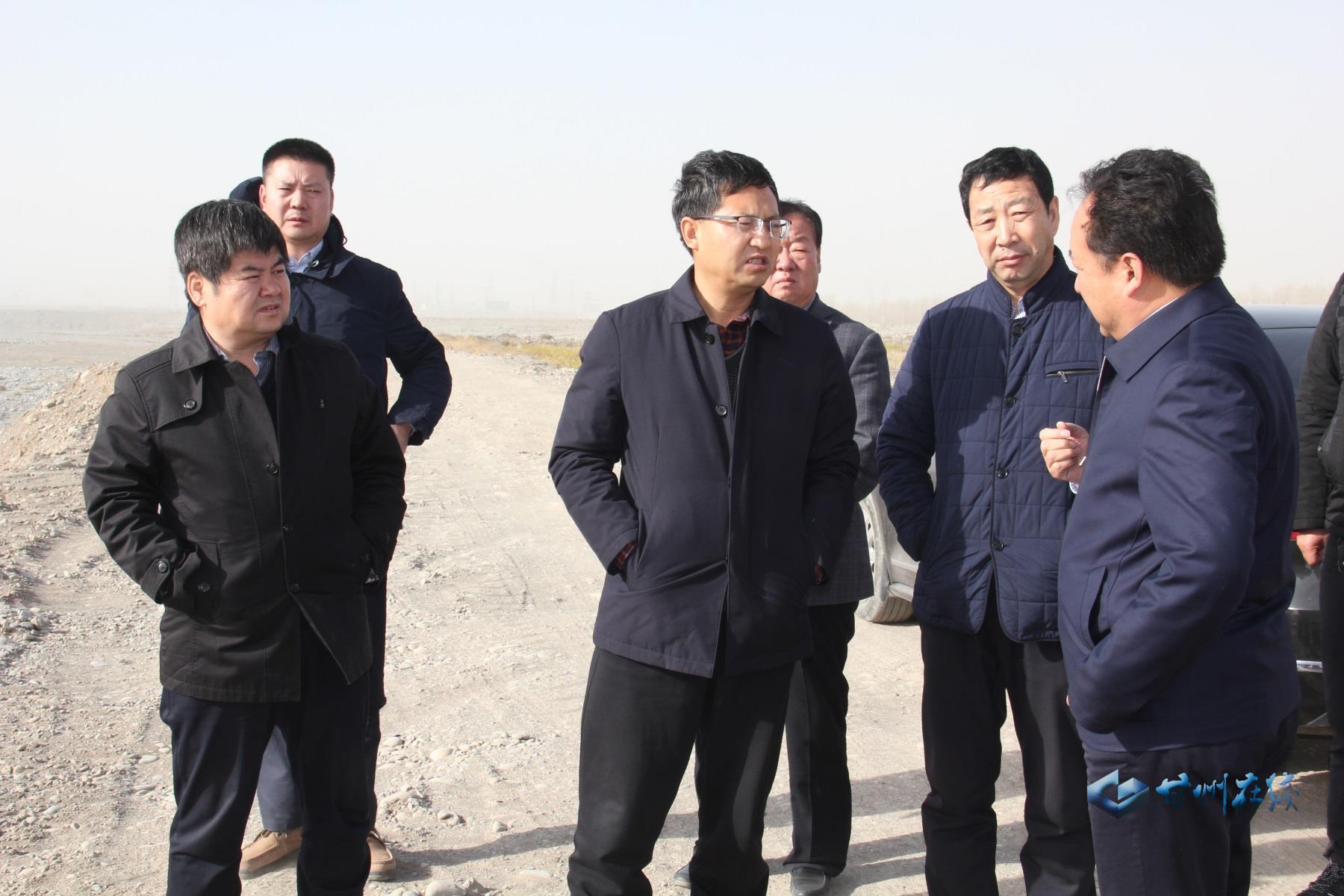 成广平调研省道213线乡村振兴示范带造林绿化工作