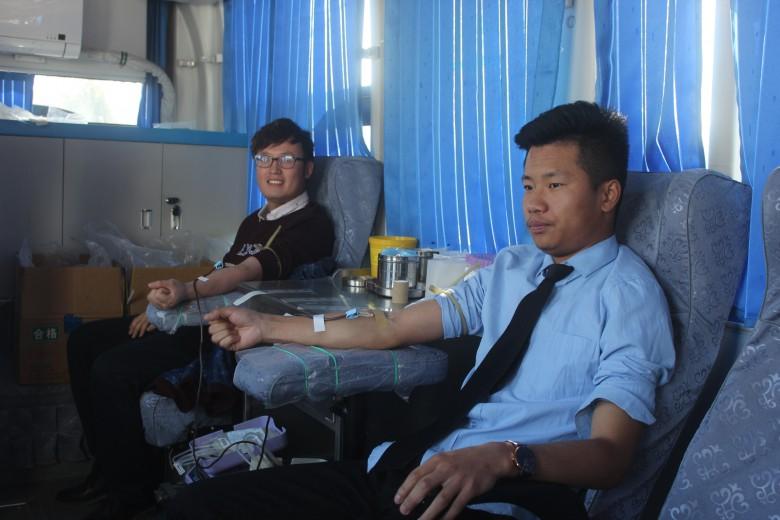 甘州区三闸镇组织党员干部开展义务献血活动