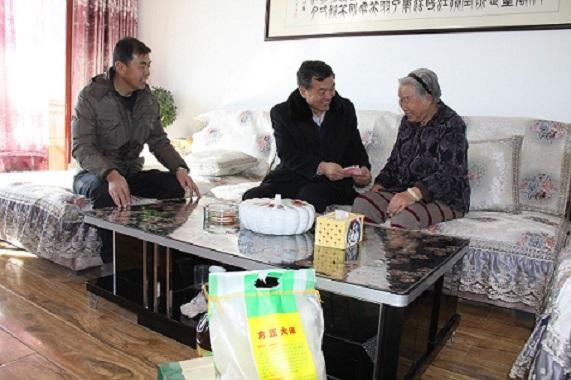 甘州区农业局春节前夕慰问离退休老干部 浓浓情意暖人心