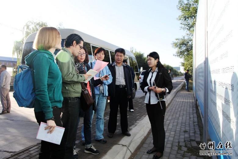 《今日中国》采访团来张掖绿洲现代农业示范区采访