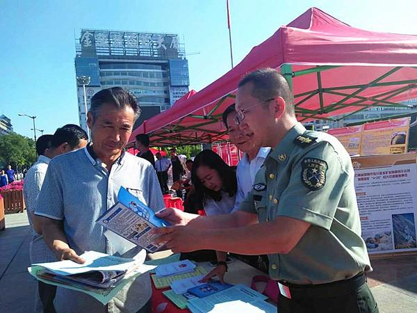 南街西来寺社区开展综治安全生产宣传活动