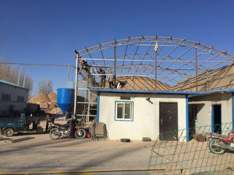 甘州区大满镇合力攻坚拆除违建彩钢板房