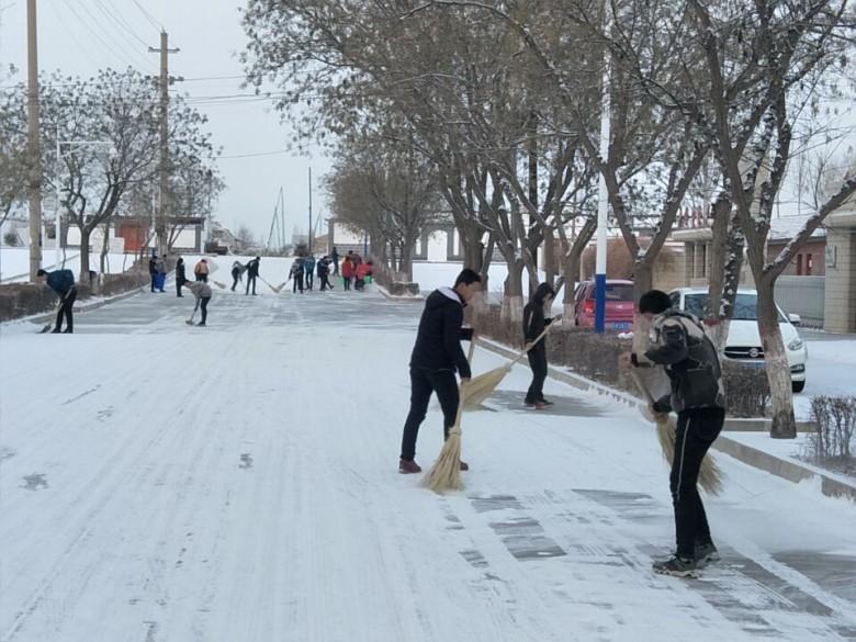 甘州区大满镇:各方联动清雪 践行两学一做