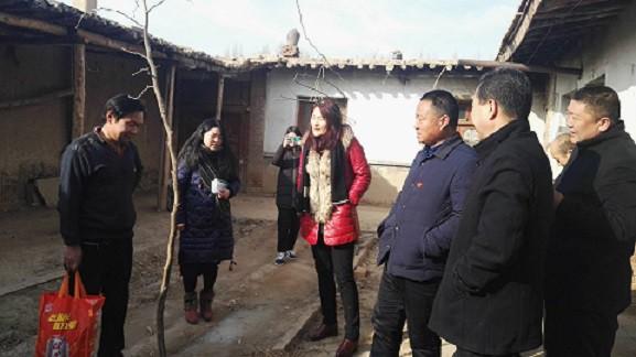 区农经局巾帼志愿者捐款捐物献爱心  寒冬腊月暖民心