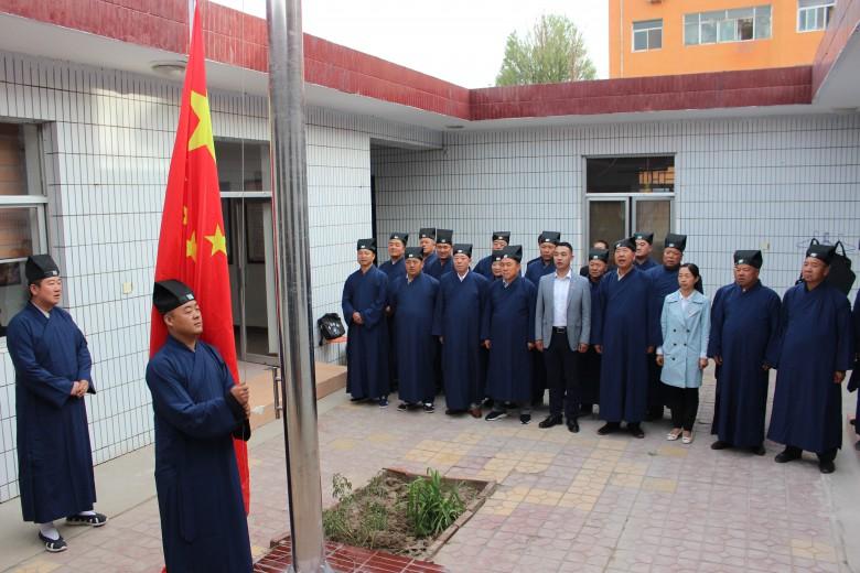 甘州区宗教场所举行升国旗仪式