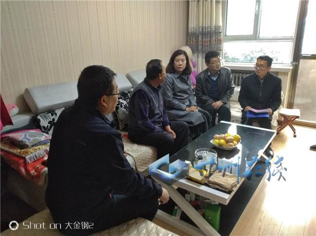甘州区西街小寺庙社区携手共驻共建单位走访辖区困难党员